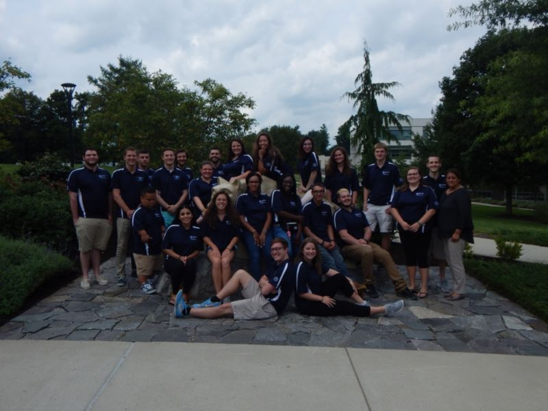 Fall 2017 Resident Assistants with the Nittany Lion Statue